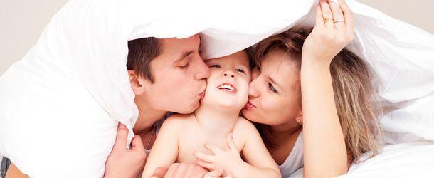 Erkeğe ait en yaygın infertillite nedenleri, semen ya da menideki sperm sayısında azlık (oligospermi), hareketlerinde yavaşlık (asthenozoospermi) ya da sperm hücrelerinde şekil bozukluğunun olması (teratozoospermi) ya da sperm hücresinin görülememesidir (azoospermi).