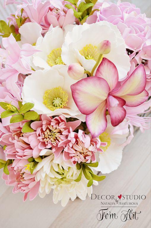 Букет 'Розовый зефир' с цветами из фоамирана в интернет-магазине на Ярмарке Мастеров. Букет состоит: белые маки, нежно-розовые гортензии, нерины, хризантемы и орхидеи,а зелени веточек петуньи