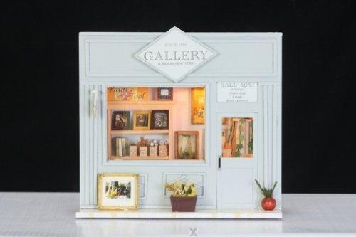 """Miniatur als Geschenk: DEKO Miniaturstube """"Gallery - Bildergallerie"""" mit Beleuchtung und aufklappbar inkl. Bilderstaffelei, Farbpinseln, Farbtuben u.v.m. von Hongda, http://www.amazon.de/gp/product/B008VEQWYA/ref=cm_sw_r_pi_alp_Jbx3qb0MRZSDE"""