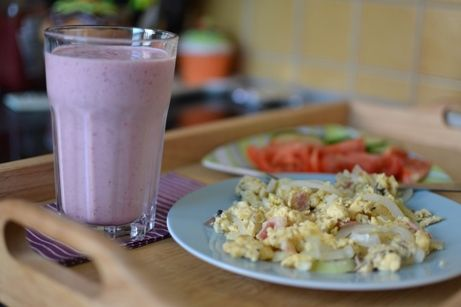 Köztudott, ha az ember tojással kezdi a napot kevésbé lesz éhes. Én ezt 100%-ig vallom, és nekem ez a napindító kedvenc. Bár a legtutibb, ahogy a férjem készíti, omlettként, de ez is igencsak jól sikerült. A diétában mindig az a bajom, hogy nagyon egyhangúvá válik egy idő...