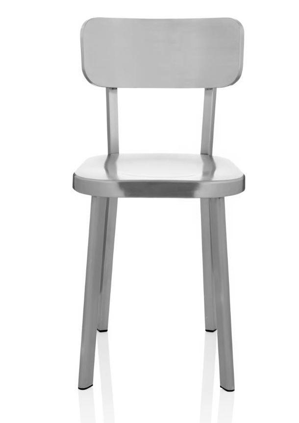 Kein Heavy Metal! Dieser Stuhl wirkt überaus leicht. Klassische Form in Metall. #Stuhl #silber #Impressionenversand