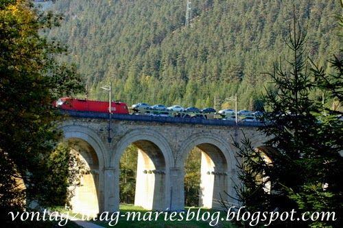 Semmering - Brücke mit Zug bei Breitenstein
