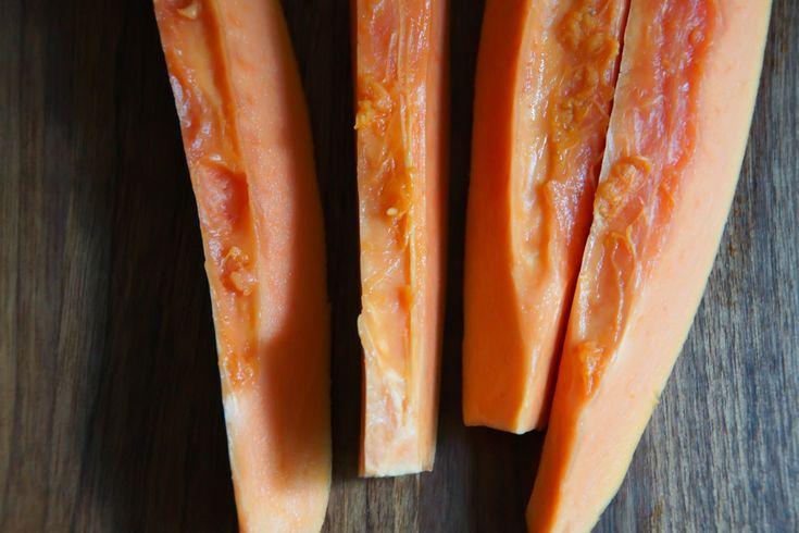 Papaya zubereiten - Papaya in Streifen schneiden