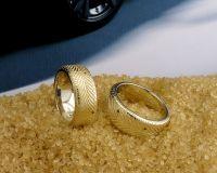 $1100    77000 руб Обручальные кольца из белого и желтого золота с черными бриллиантами