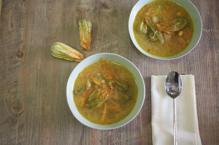 Receta Receta: Sopa de flor de calabaza y tomatillo. - loff.it