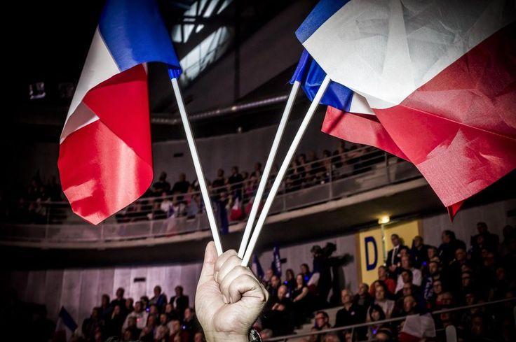 Législatives. Le mouvement d'Emmanuel Macron et ses alliés du Modem ont remporté la majorité absolue dimanche soir au terme du second tour des élections législatives avec 361 sièges sur 577. Une vague qui affaiblit droite et gauche, réduit à 126 députés pour Les Républicains et 46 députés pour le Parti socialiste. Avec ses sièges, La France insoumise pourra constituer un groupe parlementaire tandis que le PCF et le FN ont conquis de nouvelles descriptions. Enfin, dans cette nouvelle Assem...