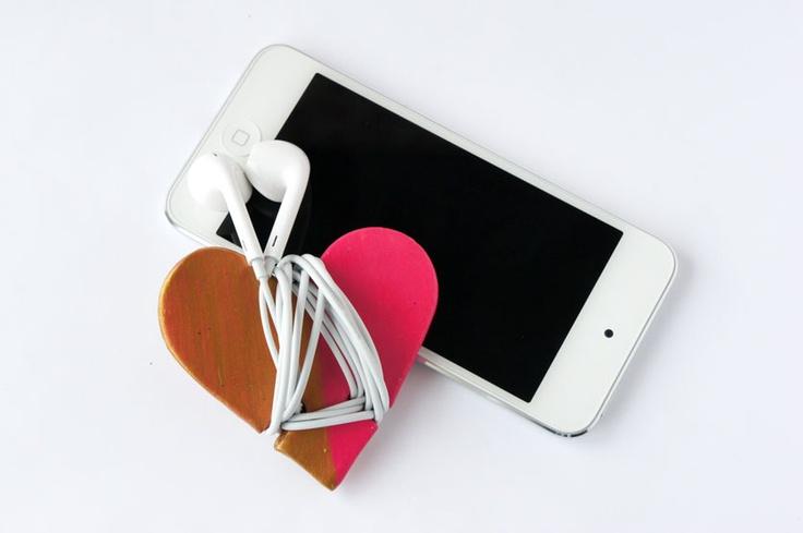 i d l e w i f e : diy heart headphone cord wrap