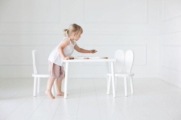 🎀Detta kaninset är en perfekt plats för att måla och leka på. Samtidigt är det en fin dekoration i barnrummet 🎀    #barnrum #kidsroom #barnrumsinredning #kidsdecor ⠀ #finabarnsaker #kidsinterior #kidsdesign #kidsperation #barneroom #inspirationforpojkar #kidsinspo #kidsdeco⠀ #nordickidsliving #kidsperation #myroom #barn #exklusiv #baby #inspirationforflickor #barnruminspo #barnrumsdetaljer #barnrumsinspiration #finahem #finabarnsaker #barnerum #mittbarnerom