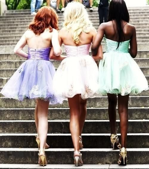 Make a grand entrance with arms linked. | 37 Impossibly Fun Best Friend Photography Ideas