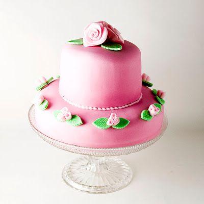 Objetivo: Cupcake Perfecto.: Mi primera tarta de dos pisos... viva!!!