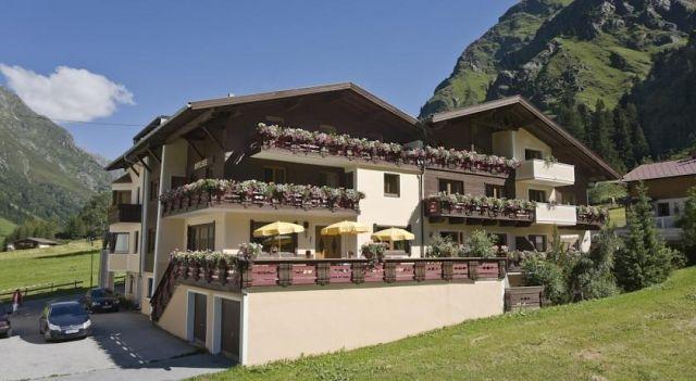 Hotel Rifflsee - 3 Star #Hotel - $109 - #Hotels #Austria #SanktLeonhardimPitztal http://www.justigo.net/hotels/austria/sankt-leonhard-im-pitztal/rifflsee_43564.html