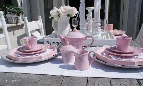 Roze servies met hart Clayre en Eef! http://aukgaaf.com/nl/lifestyle-woonaccessoires-landelijk-wonen-brocante-accessoires/woonaccessoires-lifestyle-landelijke-accessoires-brocante/servies.html