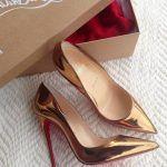 Gold yani altın rengi şık bir rugan stiletto ayakkabı modeli