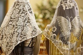 Territoire palestinien occup, Beit Jala, Holy mass in Palestine Women wearing embroidered veils