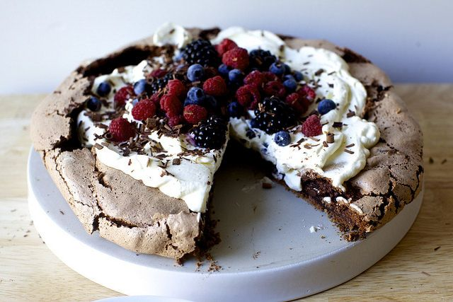 chocolate pavlova with berries | Made with cocoa powder and chocolate