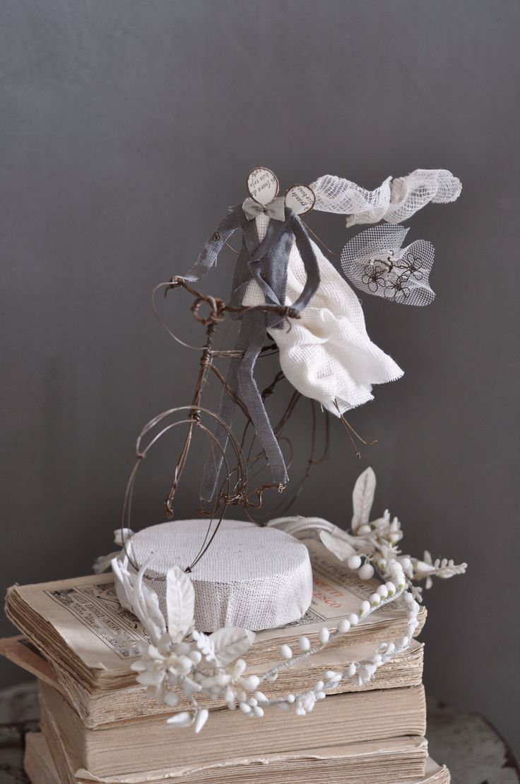 wedding cake topper, sposi in bicicletta