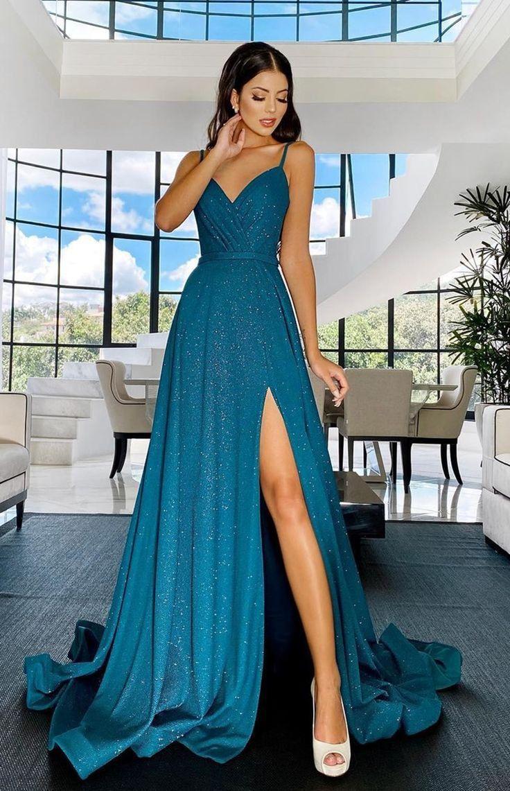 Ela é fofa, gentil, amável e bondosa e totalmente submissa a ele, faz… #fanfic # Fanfic # amreading #… em 2021   Vestidos formais azuis, Vestidos, Vestidos longos elegantes