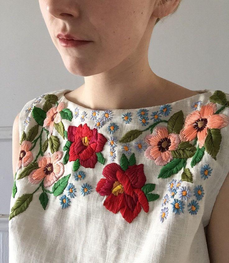 Handgefertigte Leinen Pullunder Größe 6, mit Nähten, Detail, französischer Dart und den Hals oben gerichteten (ungefüttert) Reißverschluss unten Mitte Rücken Handbestickt mit Blumen