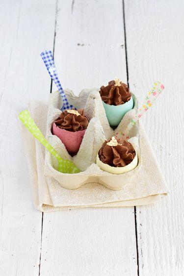 Les cocos de Paques revisités. Une coquille vide et colorée remplie d'une bonne ganache au chocolat!