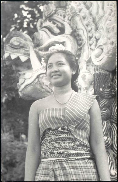 indonesia, BALI, Beautiful Native Dancer, Necklace (1940s)