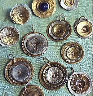 Smashing Button Jewelry ... http://christinemariedavis.com/Jewelry/ButtonJewelry/SmashedButtons.html