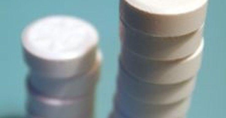 Como usar aspirina para tratar a acne. Às vezes, remédios sem prescrição médica não funcionam na acne. Mas existe uma maneira de utilizar a aspirina, que é muito mais eficiente e mais barata a longo prazo.