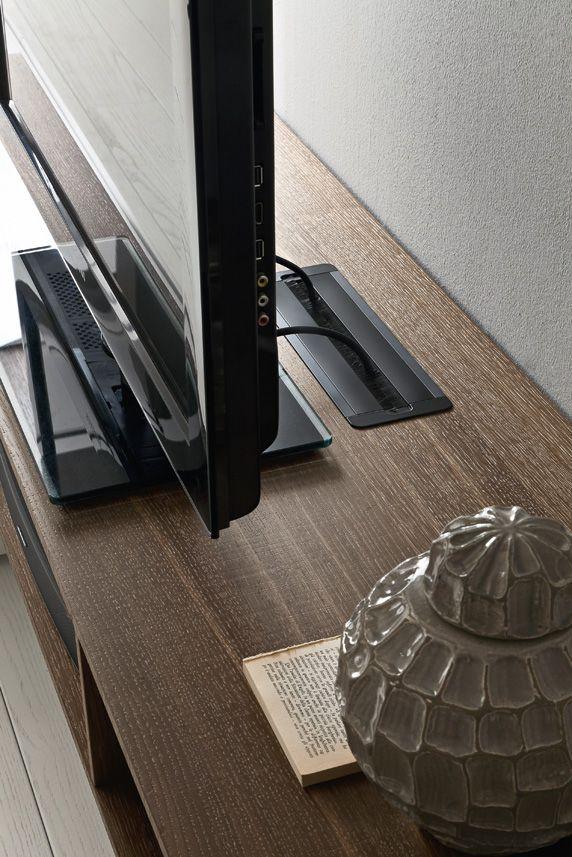 PRESOTTO | I-modulART base unit. The rectangular cable-ducting plate allows easy access to the interior compartment.__ Base I-modulART. Il passacavo rettangolare consente un facile accesso al vano interno.