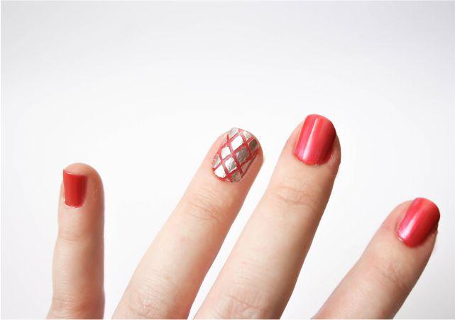 Easy Criss-Cross Nail Art #nails #nailpolish #mani #beauty #beautyblog #beautyblogger #mani #nailart #nailpolish