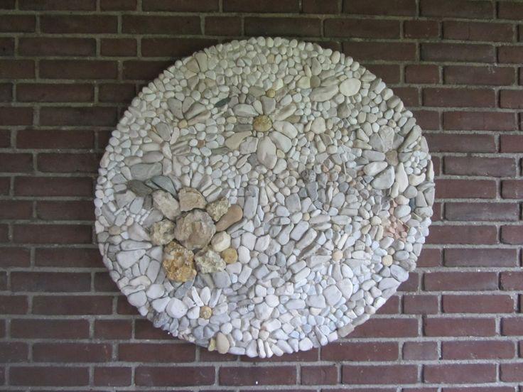 Kiezel mozaïek gemaakt door lily van nunen