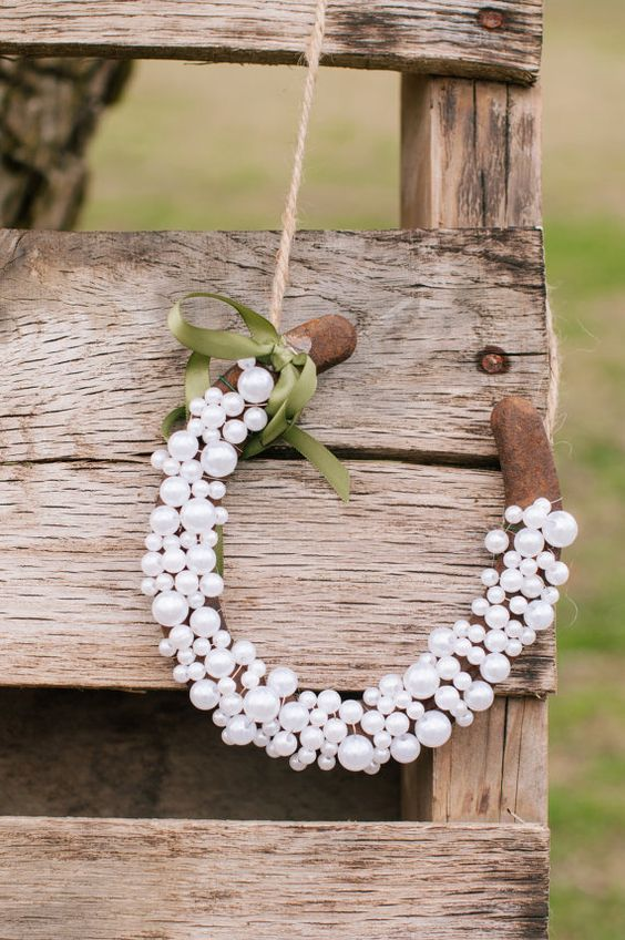 rustic farm horseshoe and pearls wedding decor