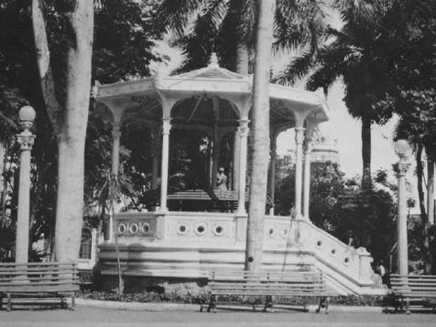 ¡Preciosa, la oríginal. Al centro detalle de la estatua del prócer!. foro: fotos antiguas de Palmira.