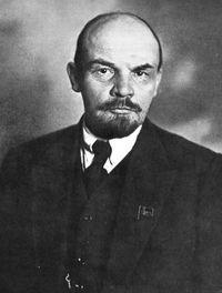 Vladimir Ilitch Oulianov (Lénine) Dirigeant de fait des bolcheviks tout en étant chef du gouvernement  (1917-1924)