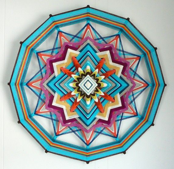 Ojo de dios - yarn and some sticks... wow
