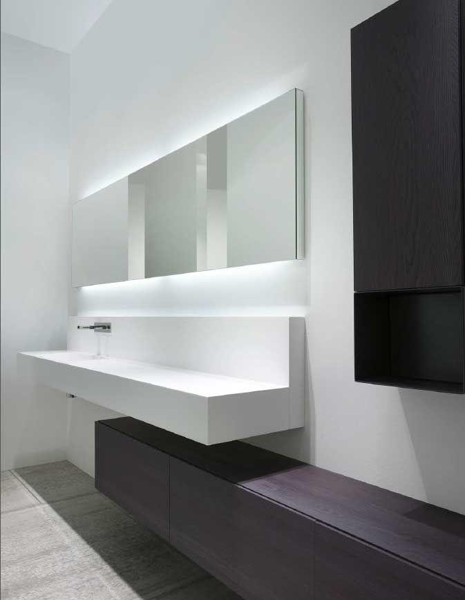 Ultrapassando o estilo, o importante é perceber como poderia funcionar o sistema de bancada com lavatório+ móvel de chão tipo banco.