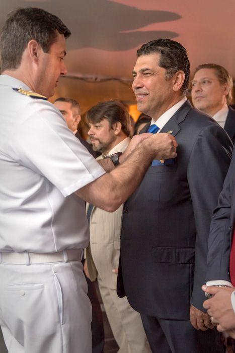 Βραβείο από το Πολεμικό Ναυτικό Βραζιλίας στον πλαστικό χειρουργό Γιάννη Λύρα: Το Πολεμικό Ναυτικό της Βραζιλίας απένειμε ένα από τα 3…