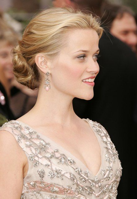Reese Witherspoon Oscars 2006 - soft updo