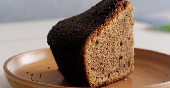 Lekker, snel en makkelijk recept om notencake te maken met walnoten en oploskoffie in het vier vierde deeg