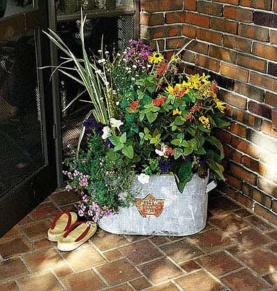 27 best galvanized tubs images on pinterest galvanized planters gardening and home ideas - Galvanized containers for gardening ...