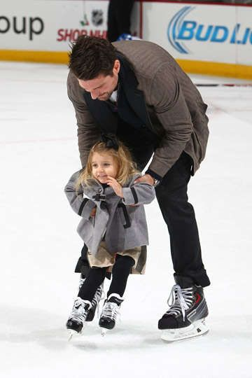 Patrick Sharp helps his daughter Madelyn skate at the United Center.