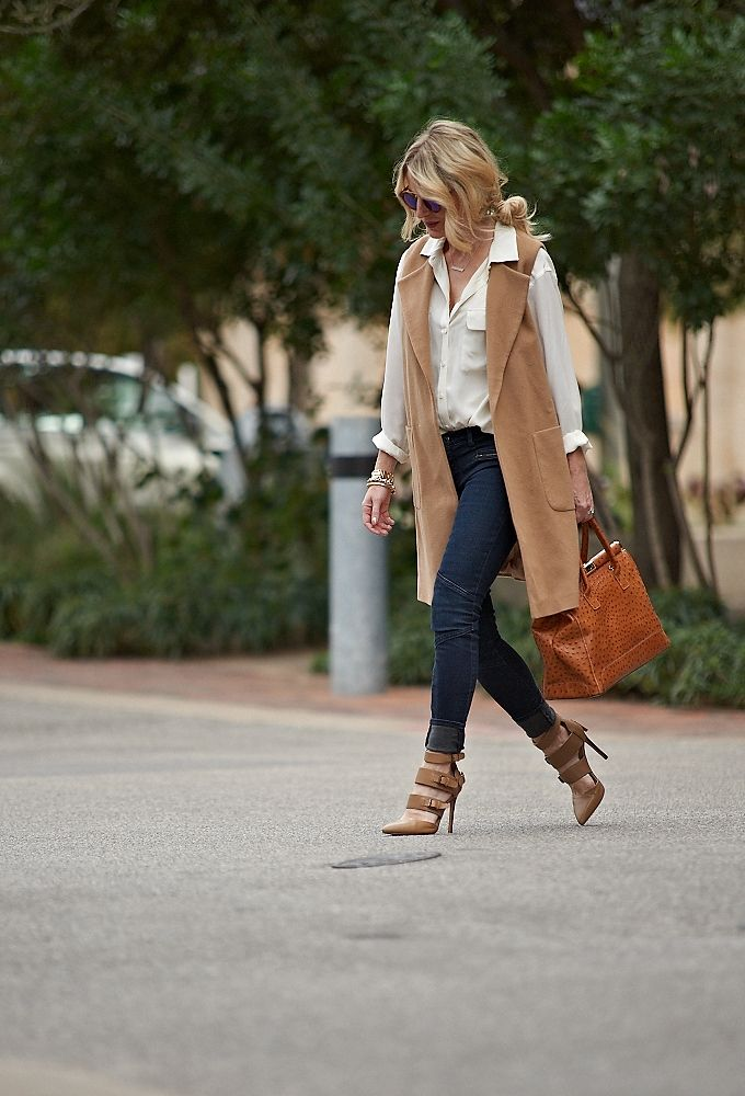 How To Wear Long Sleeveless Coat or Vest Erin Busbee waysify