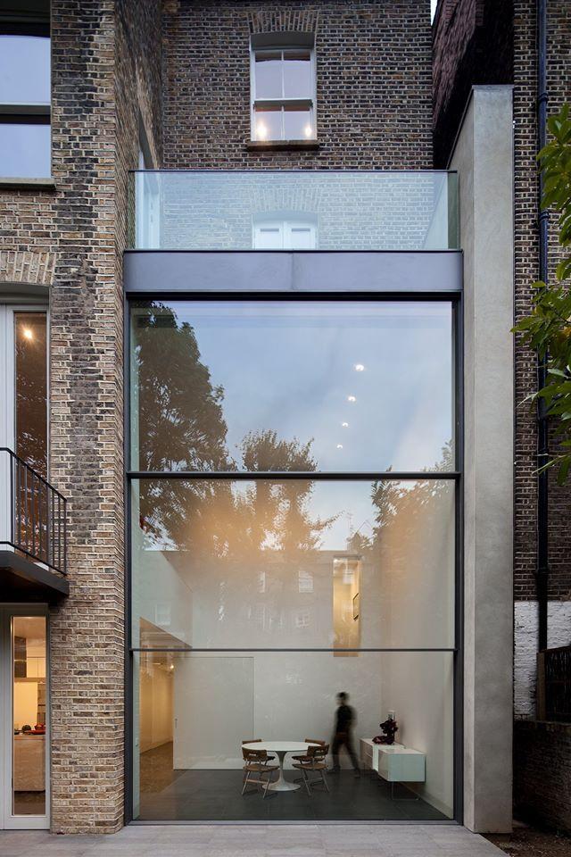 Town House in London. Vitrocsa: Guillotine window.  Architect: Paul+O www.vitrocsa.co.uk