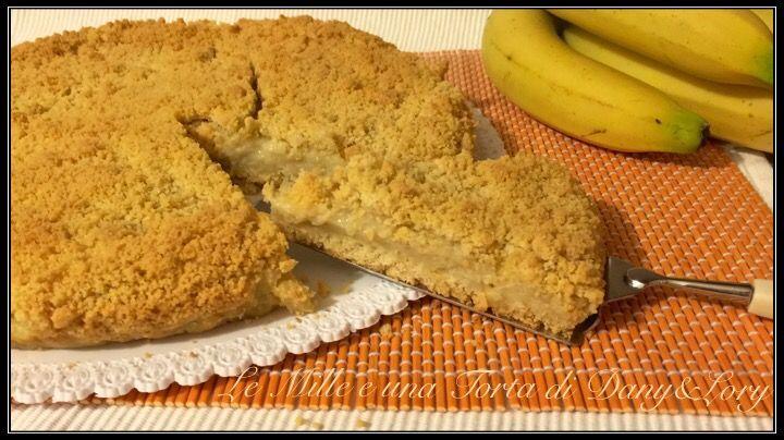 Condividi la ricetta...TORTA SBRICIOLATA CON CREMA ALLA BANANA Per la base sbriciolata: 310 g farina 00 100 g zucchero (volendo potete anche metterne meno, a seconda di quanto sono mature le banane) 1 uovo intero…