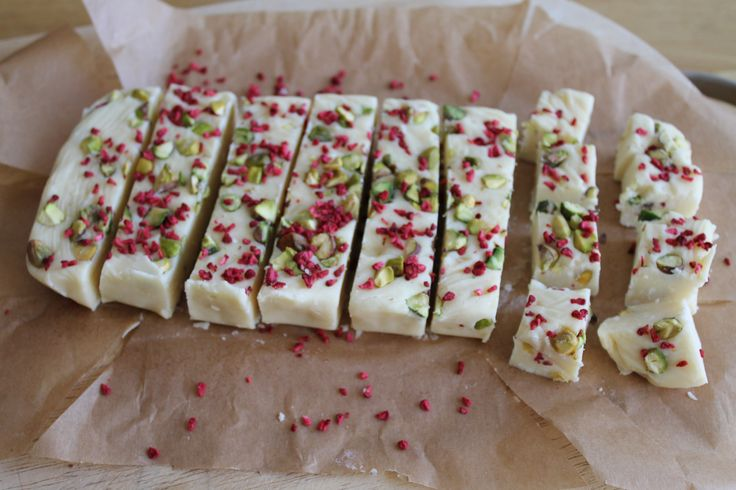 Slow cooker white chocolate, pistachio and raspberry fudge