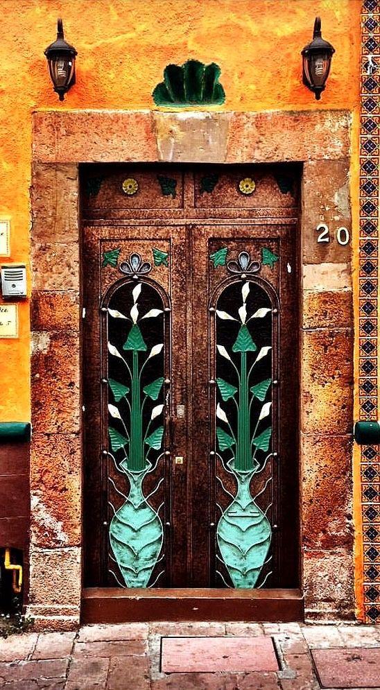 Querétaro, Mexico, Pin: www.sieradenschilderijenatelierjose.com Door | ドア | Porte | Porta | Puerta | дверь | Sertã