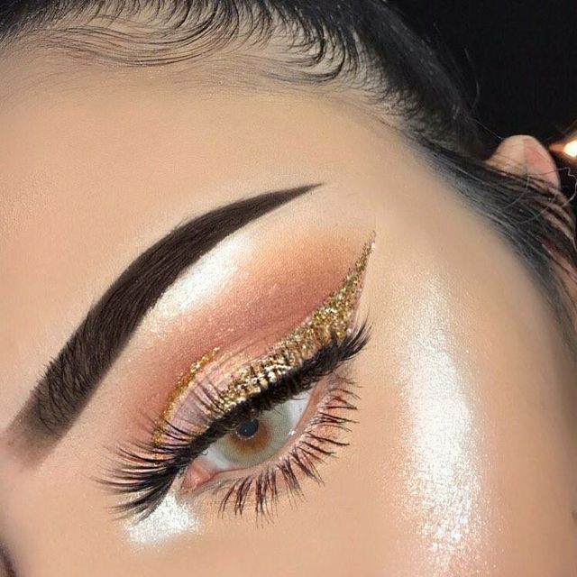 Sharp brow: dusty subtle orange shadow in the crease with a winged liner and thick falsies, love this glitter eye look for prom.