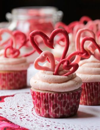 Buttermilk Cupcakes and Cherry Frosting | foodgio