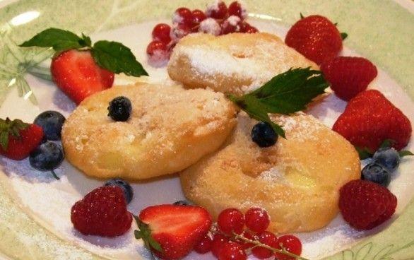 Apfelradln - Apple rolls in pancake dress, fried