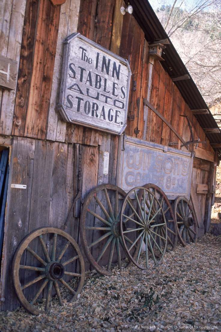 17 best images about wagon wheels on pinterest farm for Things to do with old wagon wheels