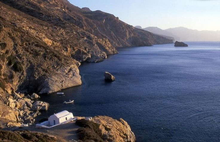 #Amorgos Agia Anna is a beach with deep blue waters that hosted the filming of Big Blue movie