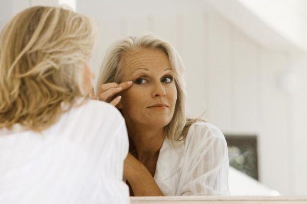 Дряблость кожи — естественный процесс старения, который также связан с тем, что мы теряем или набираем вес. Особенно быстро это заметнона руках, шее и подбородке. Хотя полностью решить эту проблему …